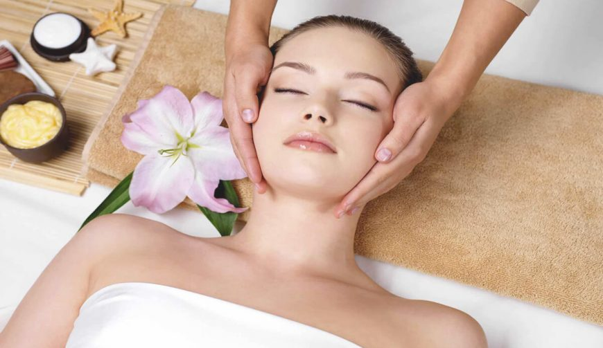 Facial massage in Lyon with natural ingredients